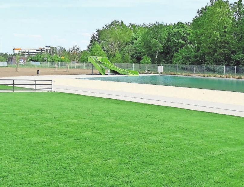 Großzügig gestaltete Grünflächen gibt es im Außenbereich.