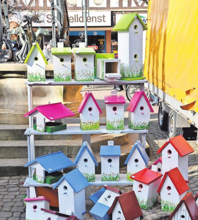 Kunsthandwerk sorgt für ein buntes Marktbild in Springe.