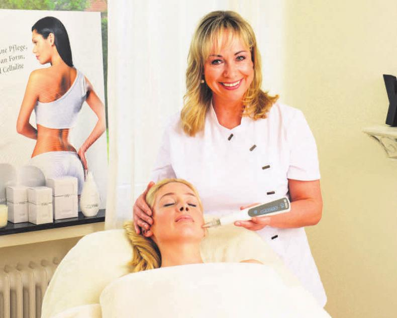 Beauty Kosmetik Langkop zeigt auf der Messe die Pro-Aging-Technik des Face Fillings.