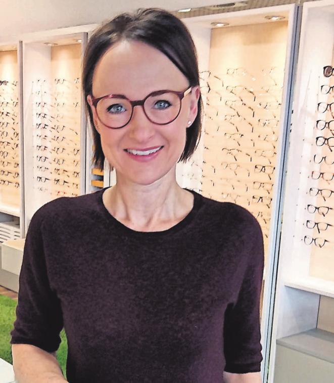 Wer sich bei Augenoptikermeisterin Silke Virkus und ihrem Team beraten lässt, hat allen Grund zum Strahlen Foto: Antje Ludwig