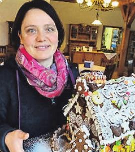 Regina Wegener (37) aus Liethe betreibt einen landwirtschaftlichen Betrieb mit Direktvermarktung und Bauernhofcafé und sorgt damit für die Zutaten des Weihnachtsessens wie Geflügel und Rotkohl.
