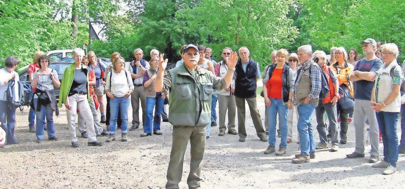 Winfried Gehrke lädt zu einer unterhaltsamen Führung in den Deister ein.Foto: Tourismusservice Wennigsen