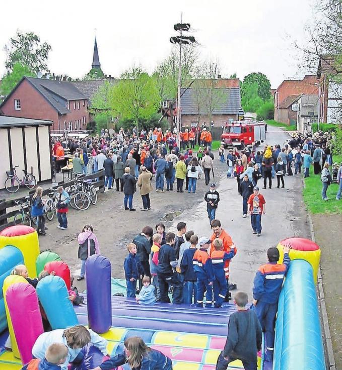 Spaß für Groß und Klein: Das Maibaumfest in Sievershausen ist ein Besuchermagnet.