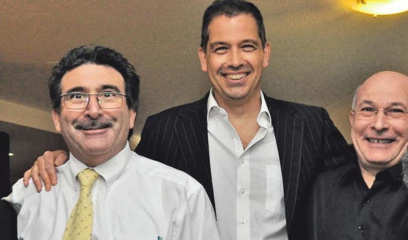 Antonio Apicella (links) und sein Bruder Donato Apicella (rechts) freuen sich im Januar 2018 auf den Besuch von Startenor Will Hartmann.