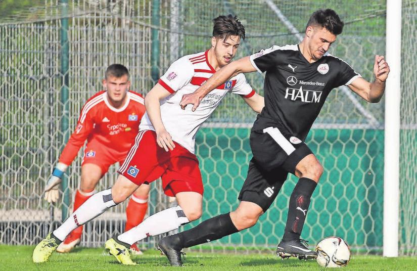 Germanias Hendrik Weydandt (rechts) steht kurz vor einem Wechsel zur Zweitvertretung der Roten.