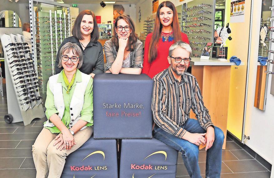 Heike Verspohl (von links), Stefanie Stebane, Bettina Schrake, Christina Gawlik und Roger Spilker stehen den Kunden mit Rat und Tat zur Seite.