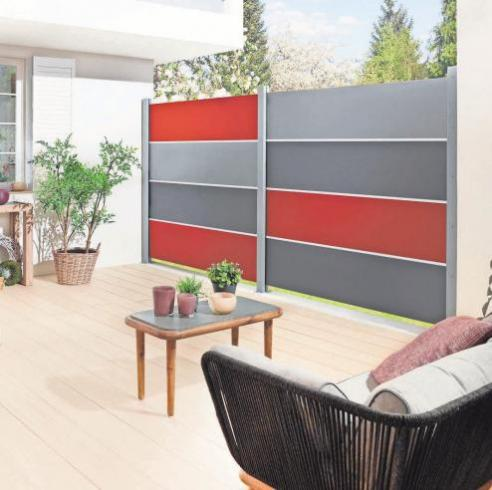 Individuell zusammengestelltes Sichtschutzsystem aus Board. Foto: Brügmann