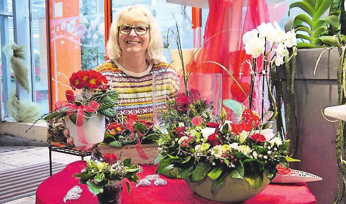 Immer kreativ: Sabine Hupke und ihr Team setzen Blumen in Szene.