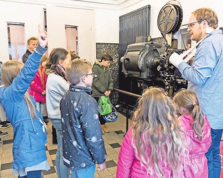 Aktivitäten am VVV-JuniorClub-Tag: Besuch des örtlichen Kinos Neue Schauburg.
