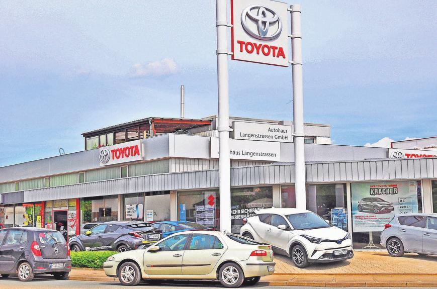 Das Autohaus Langenstrassen ist Vertragshändler von Toyota und Suzuki. Frank und Astrid Langenstrassen führen die Firma in dritter Generation.